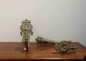 Alzapaños de bronce. Francia S. XIX