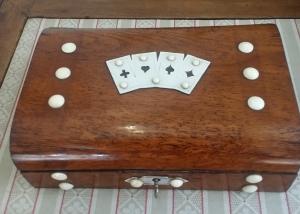 Antigua Caja de Naipes