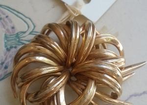 Henkel Grosse. Broche chapado en oro. 1963