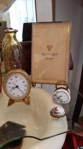 Marco Napoleón III. Pastilleros porcelana Limoges. Despertador en funcionamiento